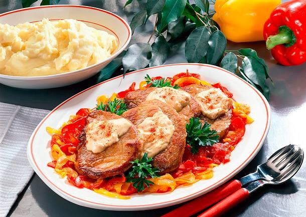 Schweineschnitzel auf Paprikagemüse Rezept
