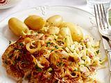 Schweinesteak mit Sahne-Speck-Kohl und neuen Kartoffeln Rezept