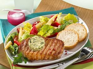 Schweinesteak mit Salat Rezept