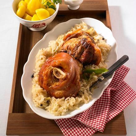 Schweinshaxe auf Sauerkraut Rezept