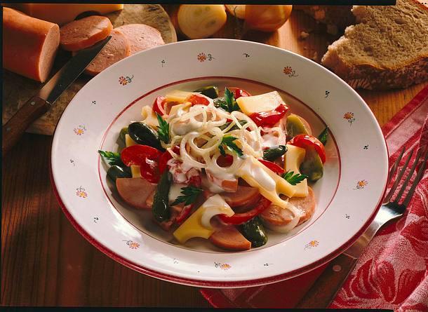 Schweizer Käse-Wurst-Salat Rezept