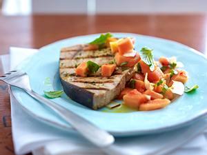 Schwertfisch mit Papaya-Minzsalsa Rezept
