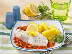 Seelachsfilet in Erbsen-Tomatensoße Rezept