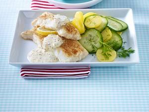Seelachsfilet mit Senfsoße und Kartoffel-Gurken-Salat (Single) Rezept
