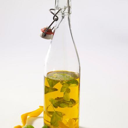 Selbstgemachtes Orangen-Öl mit Basilikum Rezept
