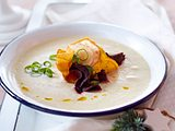 Selleriesüppchen mit Gemüsechips Rezept