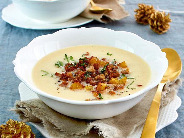 Selleriesuppe mit Mettflöckchen und Kartoffelcroûtons Rezept