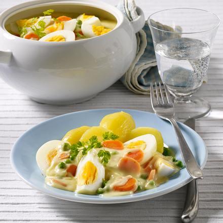 Senf-Eierragout mit Erbsen und Möhren Rezept