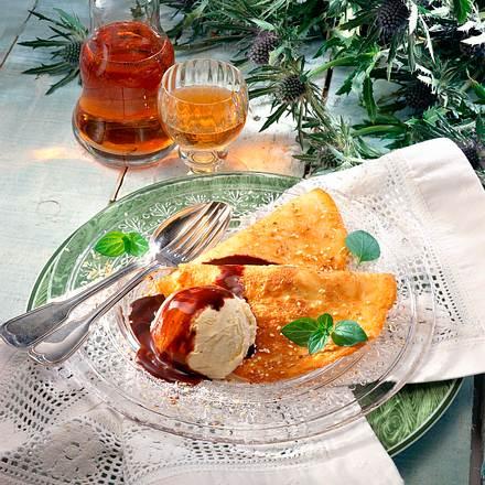 Sesam-Crêpes mit Vanille-Eis Rezept