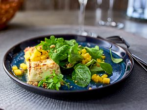 """Sesam-Feta mit Feldsalat """"auf das leckerste reduziert"""" Rezept"""
