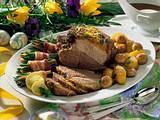 Sesam-Lammkeule mit Bohnenpäckchen Rezept