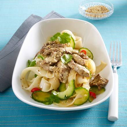 Sesam-Rindfleisch auf scharfem Nudelsalat mit Koriander Rezept