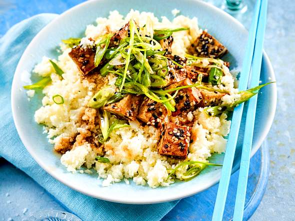 Sesam-Tofu auf Blumenkohlreis Rezept