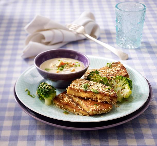 Sesamtofu mit Kokossoße und Brokkoli Rezept