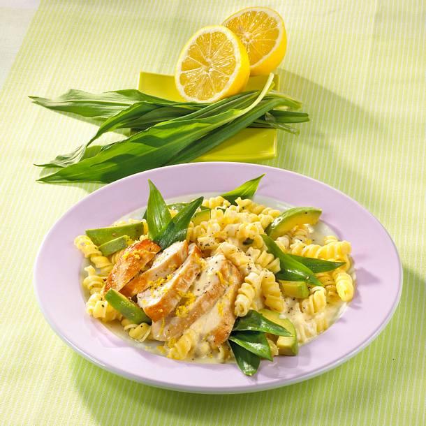 Shipli mit Hähnchen und Avocado in Zironensahnesoße Rezept
