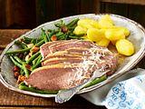 Siedfleisch mit Speckbohnen und Salzkartoffeln-F8660705