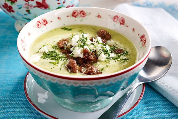 Skinny Schmorgurken-Hack-Suppe mit Feta Rezept