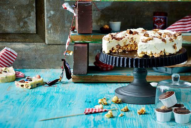 Snickers Cheese Cake auf Crunchy Popcornboden Rezept
