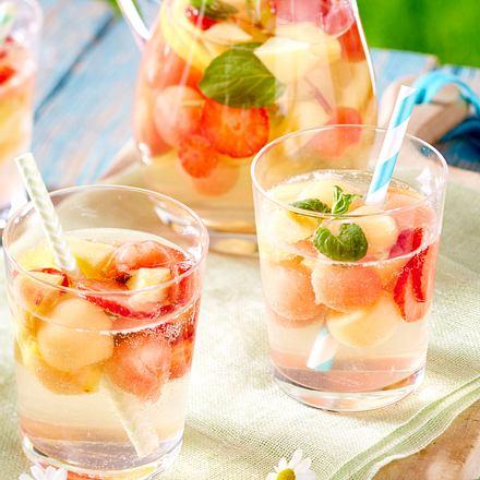 Sommerliche Sangria mit Melone Rezept