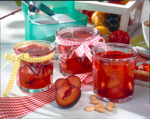 Sommerpflaumen-Konfitüre mit Mandeln Rezept