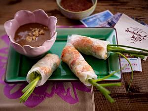 Sommerrollen mit Garnelen zu Erdnusssoße und Fischsoße Rezept