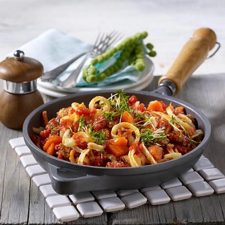 Spätzle-Hack-Pfanne mit Möhren und Tomaten Rezept