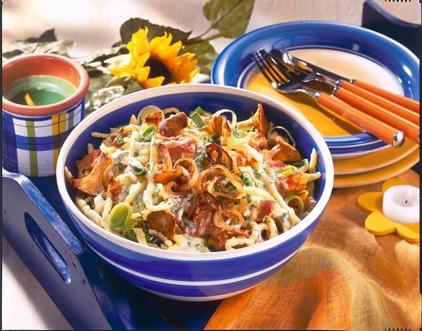 Spätzle-Salat mit Pfifferlingen Rezept