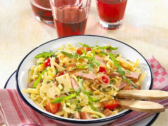 Spätzle-Wurst-Salat Rezept