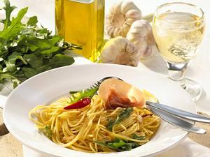 Spaghetti aglio e olio (Spaghetti in Knoblauchöl) Rezept