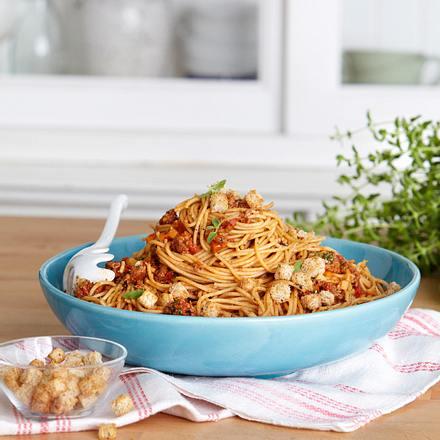 Spaghetti bolognese mit Buttercroûtons Rezept