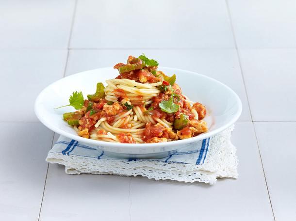 Spaghetti Bolognese mit Mais, Kidney-Bohnen, Oliven, Rinderhack und Knoblauch Rezept