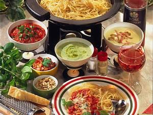 Spaghetti Fondue mit unterschiedlichen Soßen Rezept