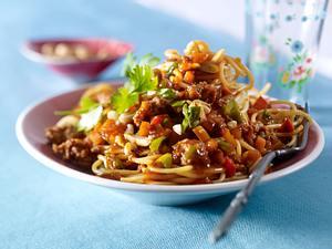 Spaghetti mit asiatischer Bolognese mit Kürbis Rezept