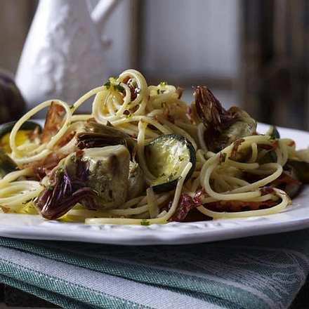 Spaghetti mit Baby-Artischocken und knusprigem Parmaschinken Rezept