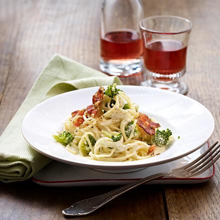Spaghetti mit Brokkoli und Kräuterspeck Rezept