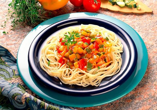Spaghetti mit bunter Gemüsesoße Rezept