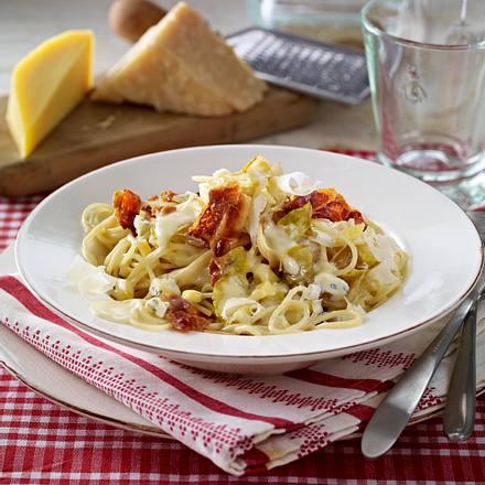 Spaghetti mit Chicorée und Drei-Käse-Soße Rezept