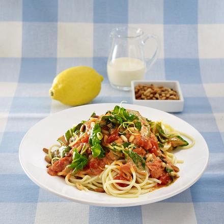 spaghetti mit cremiger tomatenso e grundso e varianten rezept. Black Bedroom Furniture Sets. Home Design Ideas