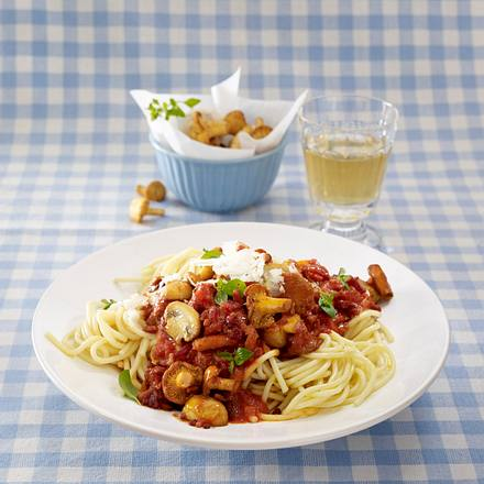 Spaghetti mit deftiger Tomatensoße (Grundsoße + Varianten) Rezept