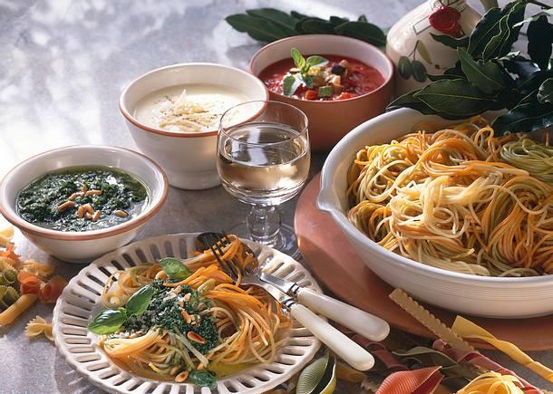 Spaghetti mit dreierlei Soßen Rezept