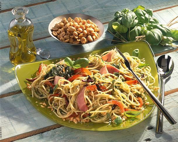 Spaghetti mit Erdnusspesto Rezept