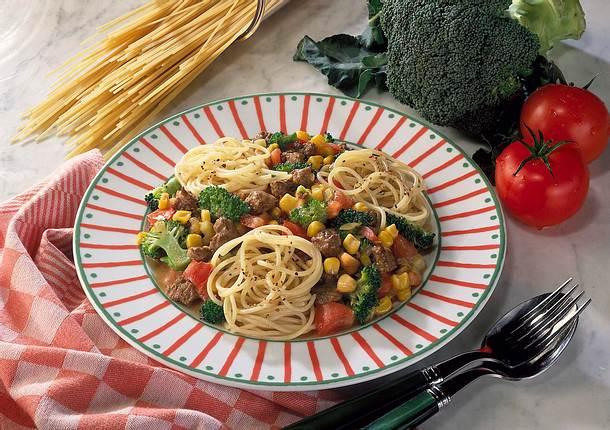 Spaghetti mit Gemüse-Hacksoße Rezept