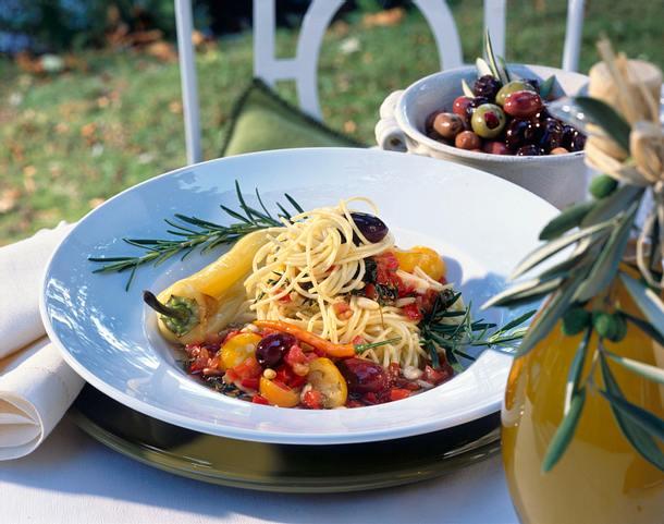 Spaghetti mit Gemüsesoße Rezept