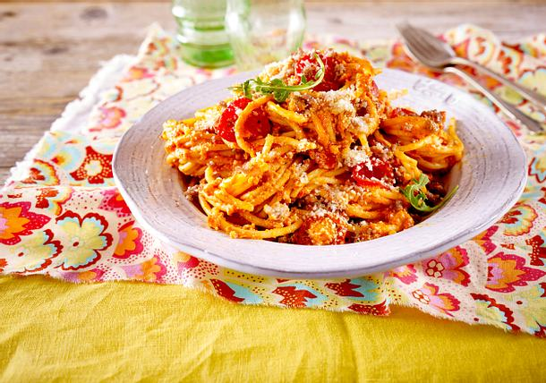 Spaghetti mit Hack-Erdnuss-Soße Rezept