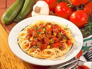 Spaghetti mit Hack-Tomatensoße Rezept