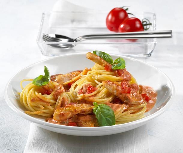 Spaghetti mit Hähnchen-Tomaten-Sahne-Soße Rezept