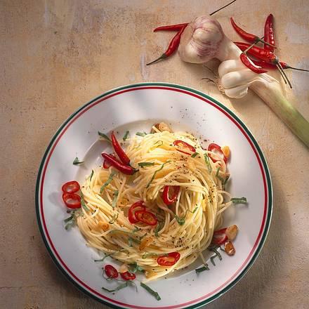Spaghetti mit Knoblauch-Peperoni-Öl Rezept
