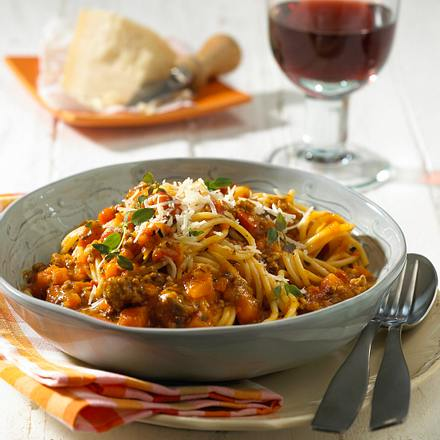 Spaghetti mit Kürbis-Hacksoße Rezept
