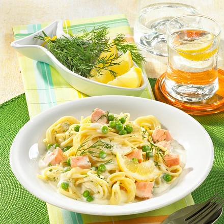 Spaghetti mit Lachs in Zitronen-Erbsen-Soße Rezept