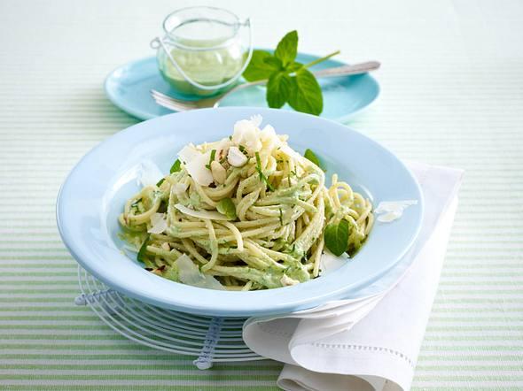 Spaghetti mit leichtem Joghurt-Minze-Pesto Rezept